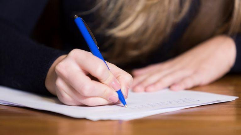 Un estudo revela que as materias lingüísticas do ensino secundario do Reino Unido poden estar en risco pola dificultade dos exames