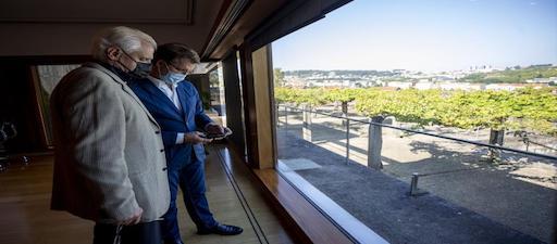 O presidente da Xunta e Víctor Freixanes avalían as liñas de colaboración para seguir traballando a prol da lingua e a súa difusión