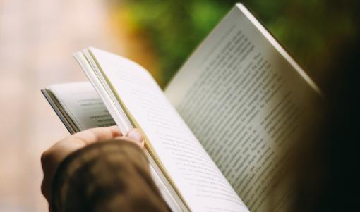 'Físico', un dos libros máis celebrados da poesía inglesa actual, chega ao galego