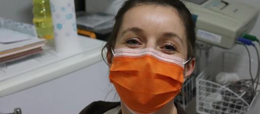Inventan unha máscara intelixente que traduce a oito linguas