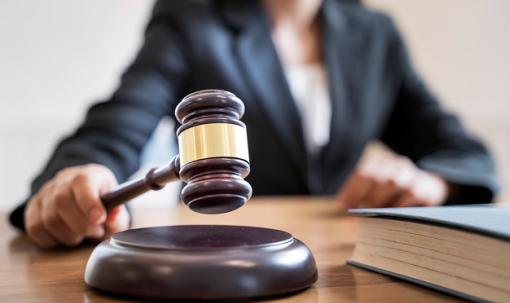 O uso do catalán nos xulgados descende nove puntos en dez anos